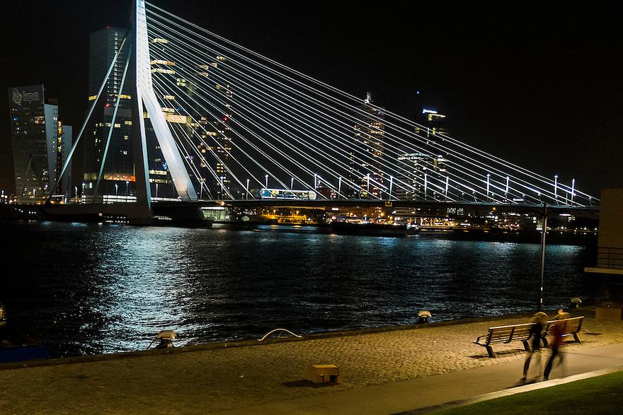Nederland, Rotterdam, 14 sept 2014<br /> Erasmusbrug Rotterdam bij nacht.<br /> Foto: Michiel Wijnbergh