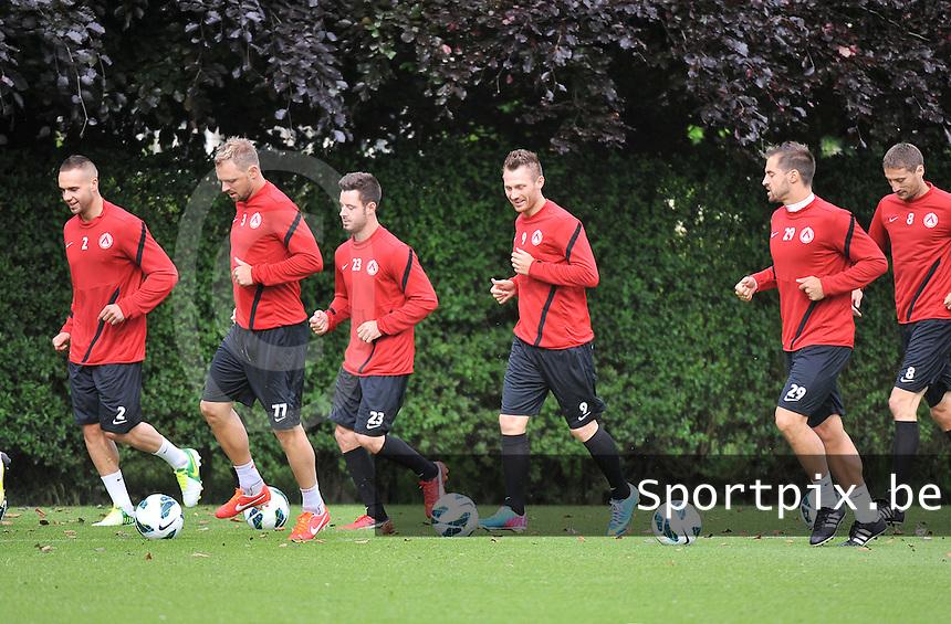 KV Kortrijk ; Eerste training : looptraining met Maxime Chanot (2) , Baptiste Martin (3) , Baptiste Ulens (23) , Teddy Chevalier (9) en Romain Reynaud (29)<br /> foto VDB / Bart Vandenbroucke