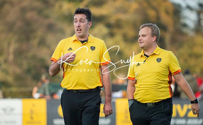 BLOEMENDAAL  -  scheidsrechters Stan van Motman (l)  en Alex Been  , competitiewedstrijd junioren  landelijk  Bloemendaal JA1-Nijmegen JA1 (2-2) . COPYRIGHT KOEN SUYK