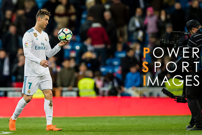 Cristiano Ronaldo of Real Madrid (L) takes the ball at the end of the La Liga 2017-18 match between Real Madrid and Girona FC at Estadio Santiago Bernabéu  on March 18 2018 in Madrid, Spain. Photo by Diego Souto / Power Sport Images
