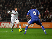 Pictured L-R: Joe Allen of Swansea against Oriol Romeu of Chelsea. Tuesday, 31 January 2012<br />