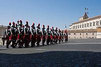 Carabinieri nel piazzale del Quirinale.