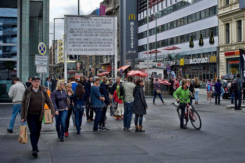Berlino 15 Settembre 2013<br /> Turisti in visita al Checkpoint Charlie.<br /> Tourists visit Checkpoint Charlie