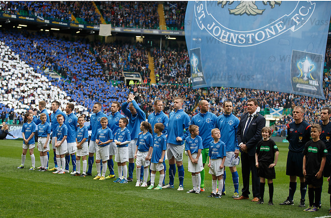 St Johnstone line up before kick-off