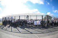 SAO PAULO, SP, 10.05.2014 - JOGO TESTE CORINTHIANS - Torcedores chegam na Arena Corinthians para jogo teste-festivo na regiao leste de Sao Paulo neste sabado, 10. (Foto: William Volcov / Brazil Photo Press).