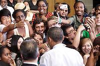 MHR34 COLLEGE PARK (ESTADOS UNIDOS) 22/07/2011.- El presidente estadounidense, Barack Obama, saluda a los asistentes en la reunión del Ayuntamiento para tratar sobre los esfuerzos que se realizan para encontrar un equilibrio a la reducción del déficit en la Universidad de Maryland, en College Park, EE.UU., hoy, viernes 22 de julio de 2011. EFE/Yuri Gripas***POOL***