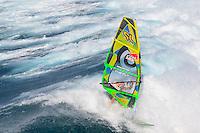 Jason Polakow (AUS) windsurfing in Ho'okipa Beach Park (Maui, Hawaii, USA)