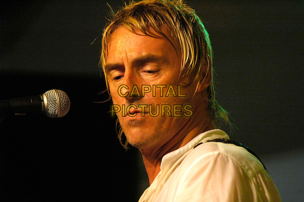 PAUL WELLER.AT HMV, London..October 10th, 2005.headshot portrait stage live gig performance music.www.capitalpictures.com.sales@capitalpictures.com.©Capital Pictures