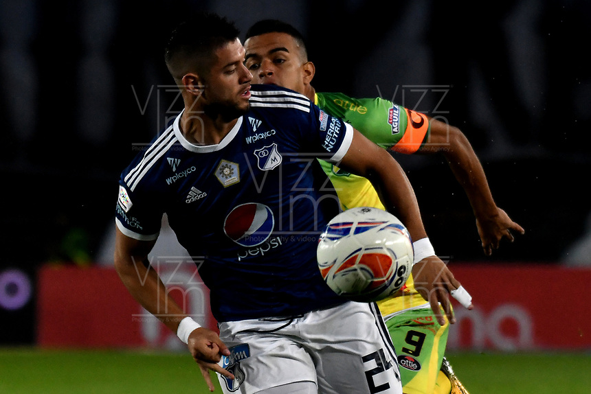 BOGOTA - COLOMBIA, 28-04-2018: Matías de los Ríos (Izq.) jugador de Millonarios disputa el balón con Omar Duarte (Der.) jugador de Atlético Huila, durante partido de la fecha 18 entre Millonarios y Atlético Huila, por la Liga Aguila I 2018, jugado en el estadio Nemesio Camacho El Campin de la ciudad de Bogota. / Matias de los Rios (L) player of Millonarios vies for the ball with Omar Duarte (R) player of Atlético Huila, during a match of the 18th date between Millonarios and Atlético Huila, for the Liga Aguila I 2018 played at the Nemesio Camacho El Campin Stadium in Bogota city, Photo: VizzorImage / Luis Ramírez / Staff.