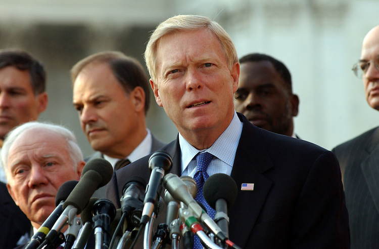 2airline111501 -- Richard Gephardt, D-MO., during a press conference on airline security.