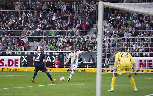 03.04.2016. Monchengladbach, Germany.  Bundesliga Football. Borussia Monchengladbach versus Hertha Berlin.  Thorgan Hazard BMG Per Ciljan Skjelbred BSC Rune Jarstein BSC