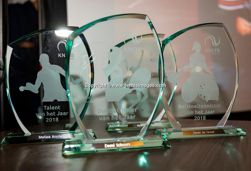 Alphen aan den Rijn, Netherlands, December 14, 2018, Tennispark Nieuwe Sloot, Ned. Loterij NK Tennis, Uitrijking beste tennisser van het jaar, trophy  (NED)<br /> Photo: Tennisimages/Henk Koster