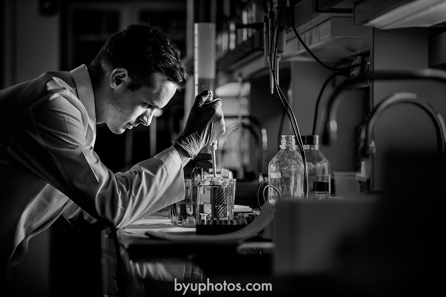 _RE_1379<br /> <br /> 1701-38 Science Lab<br /> <br /> DNA and Diabetes labs<br /> <br /> December 9, 2016<br /> <br /> Photography by Nate Edwards/BYU<br /> <br /> © BYU PHOTO 2016<br /> All Rights Reserved<br /> photo@byu.edu  (801)422-7322