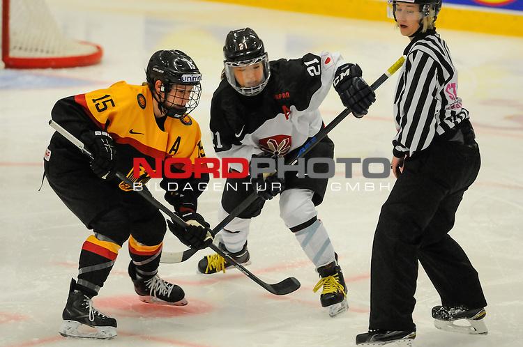 01.04.2015, Rosengards Ishall, Malm&ouml; , SWE, IIHF Eishockey Frauen WM 2015, Deutschland (GER) vsJapan (JPN), im Bild, Andrea LANZL (#15, ERC Ingolstadt) und Hanae KUBO (#21, JPN) beim Bully<br /> <br /> <br /> <br /> ***** Attention nur f&uuml;r redaktionelle Berichterstattung *****<br /> <br /> Foto &copy; nordphoto / Hafner