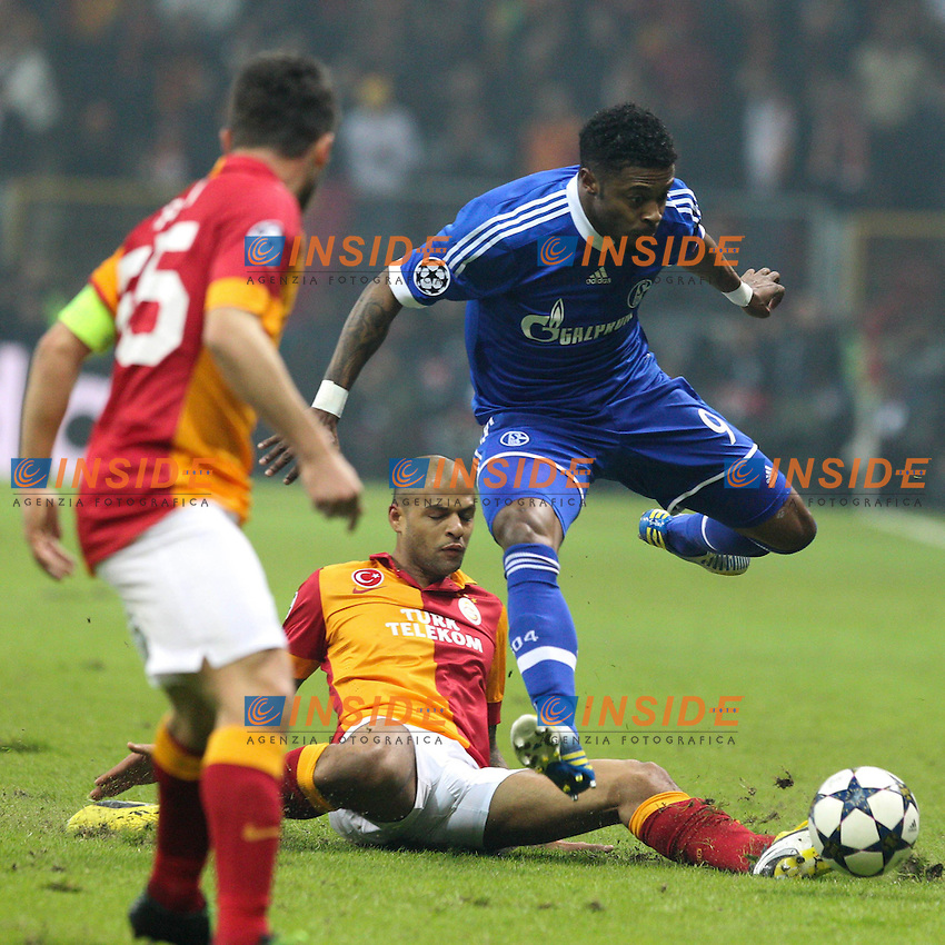 20.02.2013, Tuerk Telekom Arena, Istanbul, TUR, UEFA Champions League, Galatasaray Istanbul vs Schalke 04, Achtelfinale Hinspiel, im Bild am Boden MELO FELIPE #10 (Galatasaray) mit Michael BASTOS #9 (FC Schalke 04) // during the UEFA Champions League last sixteen first leg match between alatasaray Istanbul vs Schalke 04 at the Tuerk Telekom Arena, Istanbul, Turkey on 2013/02/20. EXPA Pictures © 2013, PhotoCredit: EXPA/ Eibner/ Kolbert..***** ATTENTION - OUT OF GER *****