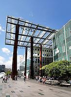 Piazza winkelcentrum in Eindhoven. Rechts de Bijenkorf