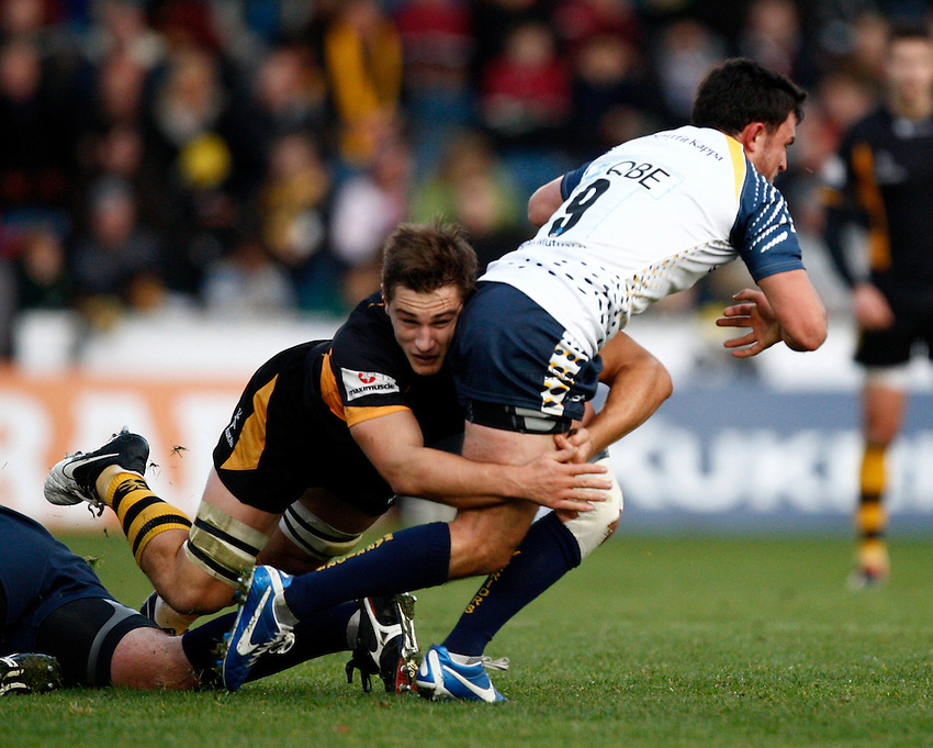 Photo: Richard Lane/Richard Lane Photography. London Wasps v Worcester Warriors. LV= Cup. 18/11/2012. Wasps' Sam Jones tackles.