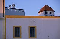 Afrique/Maghreb/Maroc/Essaouira : Place Moulay Hassan - Les façades des maisons et la terrasse de la villa Maroc