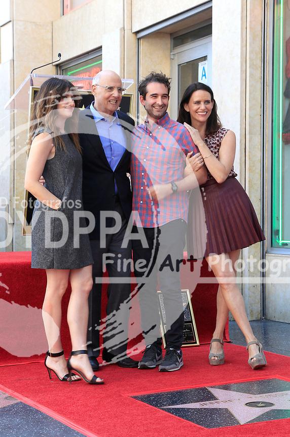 Kathryn Hahn, Jeffrey Tambor, Jay Duplass und Amy Landecker bei der Zeremonie zur Verleihung von einem Stern an Jeffrey Tambor auf dem Hollywood Walk of Fame. Los Angeles, 08.08.2017