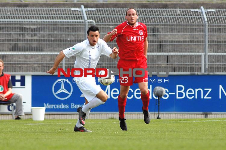3. FBL 2008/2009 31. Spieltag RŁckrunde BSV Kickers Emden vs. SSV Jahn Regensburg, Andy Nšgelein (Emden #22) gegen Andreas Brysch (Regensburg #23), Foto © nph (nordphoto)