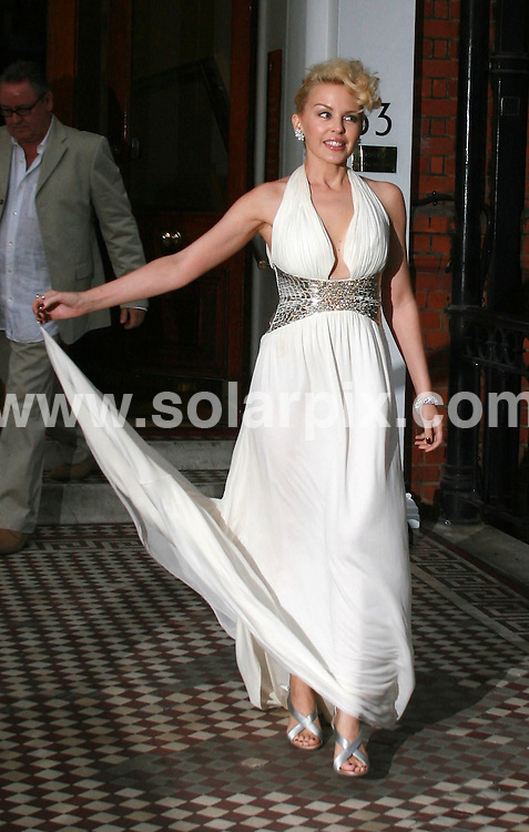 **ALL ROUND PICTURES FROM SOLARPIX.COM**.**WORLDWIDE SYNDICATION RIGHTS**.Kylie Minogue leaving her house in London, 3rd August 2007..JOB REF: 5013 BNE       DATE: 03_08_2007.**MUST CREDIT SOLARPIX.COM OR DOUBLE FEE WILL BE CHARGED* *UNDER NO CIRCUMSTANCES IS THIS IMAGE TO BE REPRODUCED FOR ANY ONLINE EDITION WITHOUT PRIOR PERMISSION*