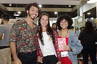 SAO PAULO, SP, 04.08.2018 - BIENAL-LIVRO-SP - Igor Pires e Gabriela Barreira, autores de 'Textos cruéis demais para serem lidos rapidamente' durante a 25ª Bienal Internacional do Livro de São Paulo no Anhembi na região norte de São Paulo, neste sábado 04.(Foto: Felipe Ramos / Brazil Photo Press)
