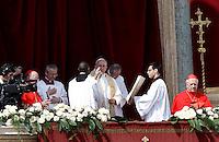 Papa Francesco pronuncia il messaggio 'Urbi et Orbi' dalla Loggia centrale della Basilica di San Pietro, in occasione della Pasqua, Citta' del Vaticano, 27 marzo 2016.<br /> Pope Francis delivers the 'Urbi et Orbi' message from the central balcony of St. Peter's Basilica on the occasion of the Easter Sunday, at the Vatican, 27 March 2016.<br /> UPDATE IMAGES PRESS/Isabella Bonotto<br /> <br /> STRICTLY ONLY FOR EDITORIAL USE<br /> <br /> *** ITALY AND GERMANY OUT ***