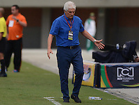 ENVIGADO -COLOMBIA-27-09-2014. Julio Comesaña técnico de Atlético Junior durante partido con Envigado FC por la fecha 12 de la Liga Postobón II 2014 realizado en el Polideportivo Sur de la ciudad de Envigado./ Julio Comesaña coach of Atletico Junior during match against Envigado FC for the 12th date of the Postobon League II 2014 at Polideportivo Sur in Envigado city.  Photo: VizzorImage/Luis Ríos/STR