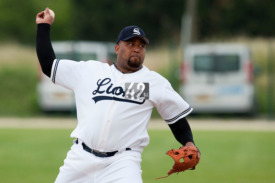 21 May 2009: Carlos Jiminian of Savigny pitches against Toulouse during the 2009 challenge de France, a tournament with the best French baseball teams - all eight elite league clubs - to determine a spot in the European Cup next year, at Montpellier, France.