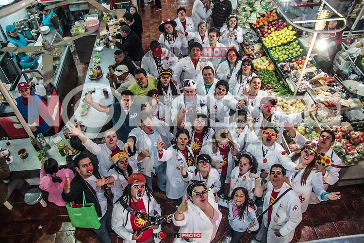 Doctores de la risa de Hermosillo, Guadalajara Monterrey, Mexicali ,Toluca y otros estados invadieron los espacios del andador y mercado municipal del centro de la ciudad para llevar buen humor en la rutina diaria de los que transitan en el lugar.