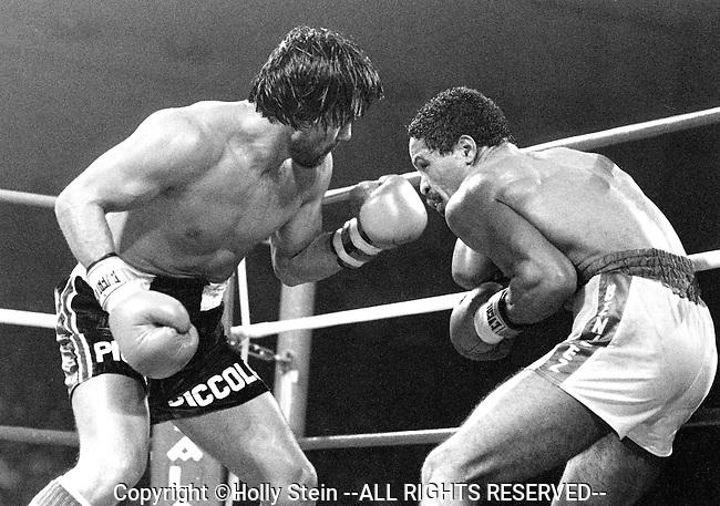 Roberto Duran v. Wilfred Benitez.  Duran L UD15.  WBC light middleweight title.