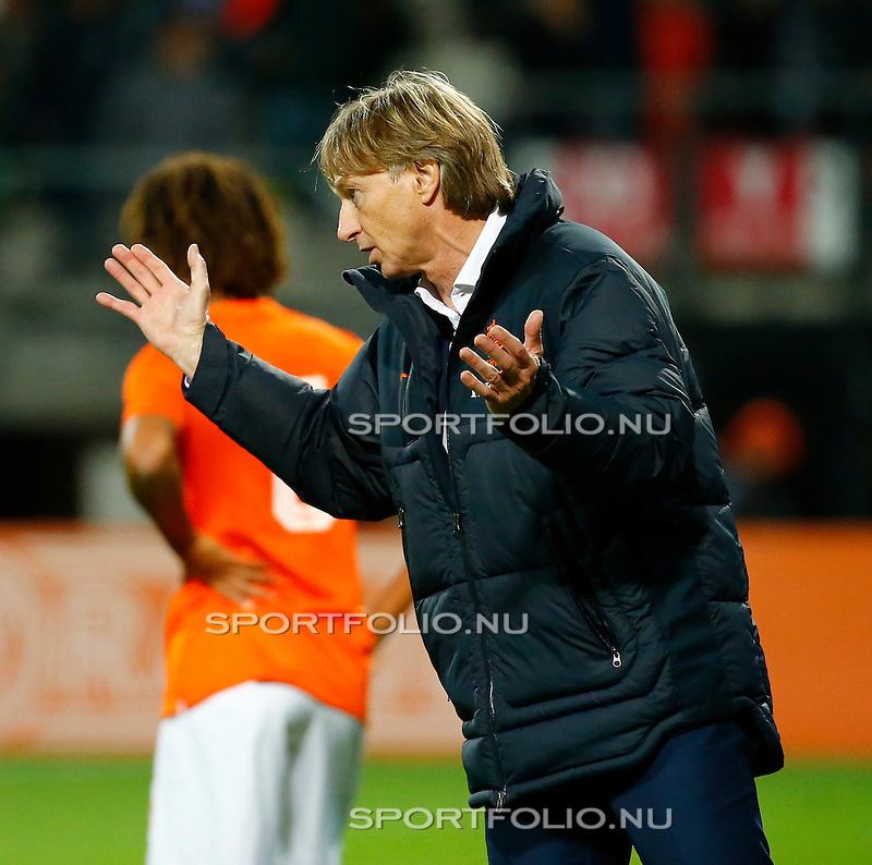 Nederland, Alkmaar, 9 oktober 2014<br /> Play-offs EK-kwalificatie<br /> Jong Oranje-Jong Portugal (0-2)<br /> Teleurstelling bij Adrie Koster, trainer-coach van Jong Oranje