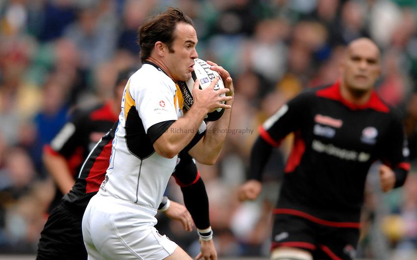 Photo: Richard Lane..Saracens v London Wasps. Guinness Premiership. 02/09/2006. .Wasps' Fraser Waters attacks.