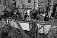 Natale in contea 2011 - Castro - Lecce - 26 dicembre 2011 - Natale in contea è la rappresentazione medievale del presepe vivente che Castro propone ogni anno. Si tratta di una rappresentazione ospitata nel borgon antico della cittadina dove i mestieri di un tempo (ma spesso sono gli stessi che ancora oggi caratterizzano la terra salentina) prendono vita nelle mani degli artigiani. La manifestazione è organizzata dal Comune di Castro in collaborazione con l'Associazione Castro Medievale. Tutto il centro storico di Castro viene animato da personaggi e costumi del tempo e in ciascun edificio viene ricreata la vita quotidiana che in esso si svolgeva.