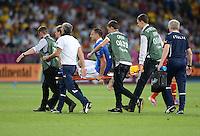 FUSSBALL  EUROPAMEISTERSCHAFT 2012   FINALE Spanien - Italien            01.07.2012 Thiago Motta (Italien) wird verletzt vom Platz getragen