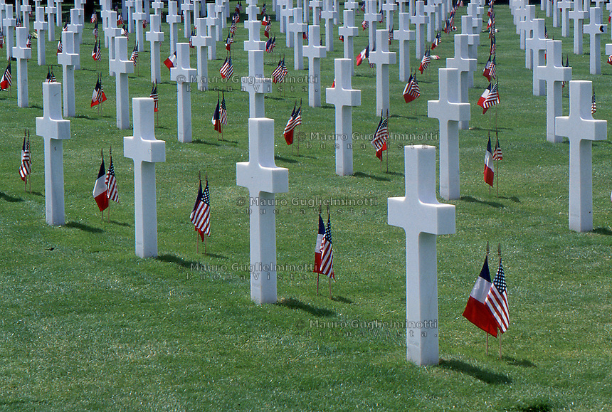 Francia Tombe al cimitero di guerra americano in Normandia Graves at the American cemetery in Normandy, France