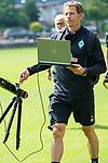 05.07.2019, Parkstadion, Zell am Ziller, AUT, TL Werder Bremen - Tag 01<br /> <br /> im Bild / picture shows <br /> <br /> Günther / Guenther Stoxreiter (Athletik-Trainer Werder Bremen) mit Speedmesser und Laptop<br /> <br /> <br /> Foto © nordphoto / Kokenge