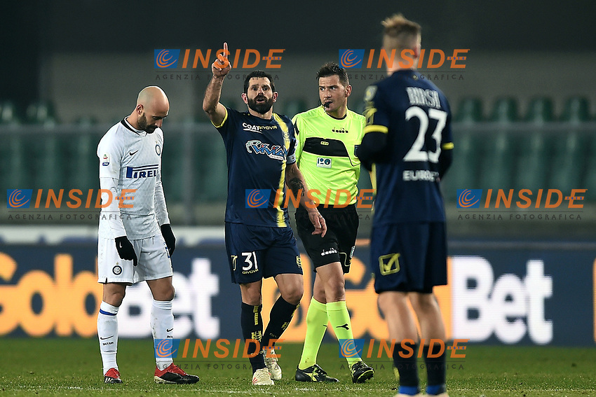 Sergio Pellissier of AC Chievo Verona celebrates after scoring goal of draw during the Serie A 2018/2019 football match between Chievo Verona and Inter at stadio Bentegodi, Verona, December 22, 2018 <br />  Foto Daniele Buffa / Image Sport / Insidefoto