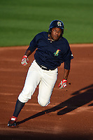 Cedar Rapids Kernels outfielder J.D. Williams (17) running the bases during a game against the Quad Cities River Bandits on August 18, 2014 at Perfect Game Field at Veterans Memorial Stadium in Cedar Rapids, Iowa.  Cedar Rapids defeated Quad Cities 4-2.  (Mike Janes/Four Seam Images)