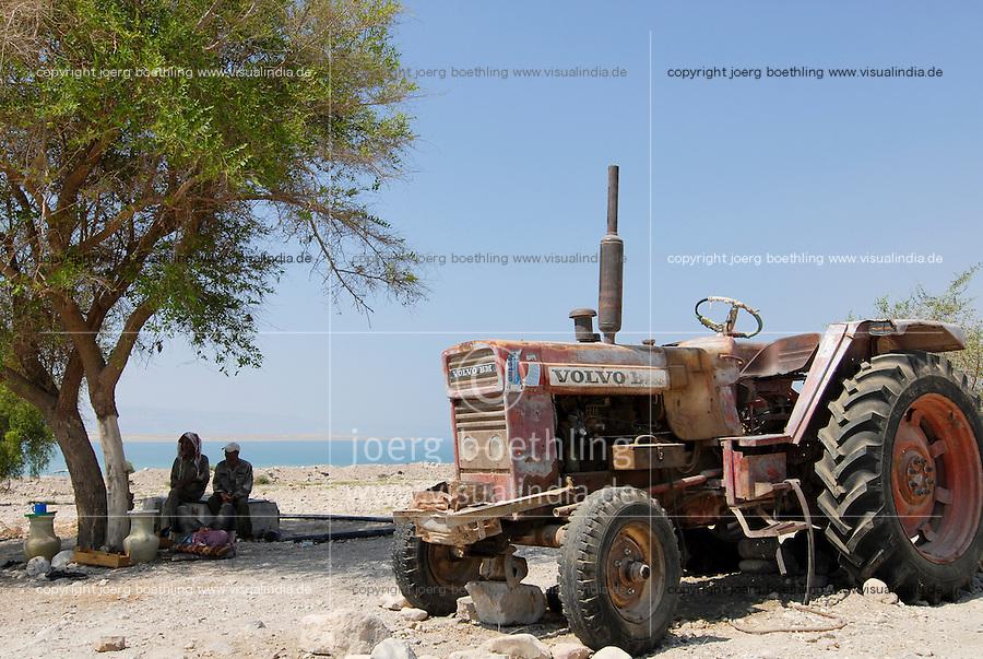 JORDAN , failed farming due to water shortage in Jordan valley and at Dead Sea, abandoned Volvo BM 650 tractor / JORDANIEN , Wassermangel  im Jordan Tal und am Toten Meer, kaputter Traktor