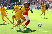 Mijat Gacinovic (Eintracht Frankfurt)5 gegen Jhon Cordoba (1. FSV Mainz 05) - 13.05.2017: 1. FSV Mainz 05 vs. Eintracht Frankfurt, Opel Arena, 33. Spieltag