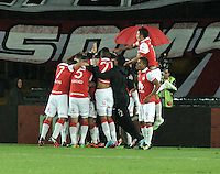 BOGOTA - COLOMBIA -27 -01-2015: Los jugadores de Independiente Santa Fe celebran el gol anotado al Atletico Nacional, durante partido de vuelta entre Independiente Santa Fe y Atletico Nacional por la Super Liga 2015. / The players of Independiente Santa Fe celebrate a goal scored to Atletico Nacional, during the match between Independiente Santa Fe and Atletico for the second leg of the Super Liga 2015 at the Nemesio Camacho El Campin Stadium in Bogota city. Photo: VizzorImage / Luis Ramirez / Staff.