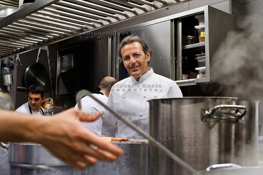 Lo chef Filippo La Mantia nel suo ristorante dell'Hotel Majestic a Roma