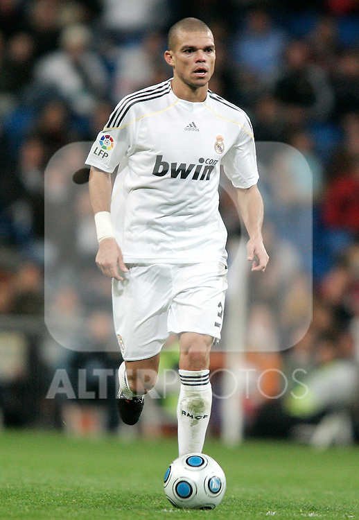 Real Madrid's Pepe during King's Cup match. November 10, 2009. (ALTERPHOTOS/Alvaro Hernandez).