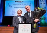 BUSSUM - NGF president Willem Zelsmann  met  Rik Alkemade (Domburgsche) die de award beste golfbaan 2018 ontvangt.  Nationaal Golf Congres & Beurs. COPYRIGHT KOEN SUYK