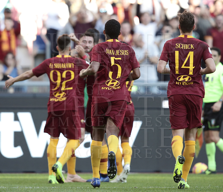 Football, Serie A: AS Roma - Sampdoria, Olympic stadium, Rome, November 11, 2018. <br /> Roma's Juan Jesus celebrates after scoring with his teammates during the Italian Serie A football match between Roma and Sampdoria at Rome's Olympic stadium, on November 11, 2018.<br /> UPDATE IMAGES PRESS/Isabella Bonotto