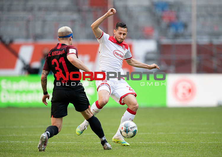 Steven SKRZYBSKI r. (D) im Zweikampf gegen Philipp MAX (A),  <br />