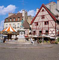France, Burgundy, Côte d'Or, Dijon: Place Francois Rude - market square | Frankreich, Burgund, Côte d'Or, Dijon: Place Francois Rude - Marktplatz