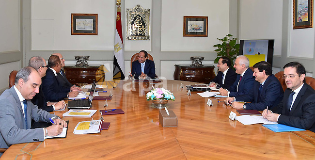 Egyptian President Abdel Fattah el-Sisi meets with Claudio Descalzi, Chief Executive Officer of Italian oil company ENI, in cairo on October 18, 2015. Photo by Egyptian President Office
