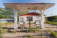 Abandoned gas station in Haddam, KS